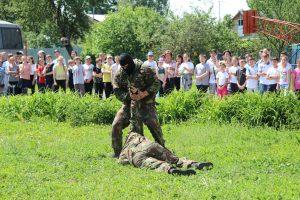 Курские росгвардейцы провели мастер-класс для воспитанников школы-интерната