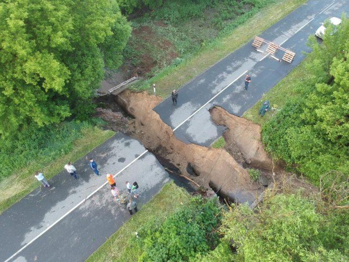 Курская область: в Глушковском районе провалилась дорога