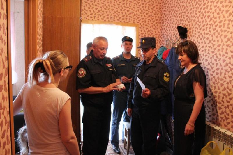 В Курской области проверяют противопожарную безопасность в домах