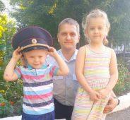 Дети курских росгвардейцев поздравляют с днем отцов