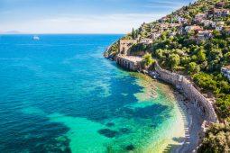 Какие безвизовые страны выбрать для отдыха этим летом?