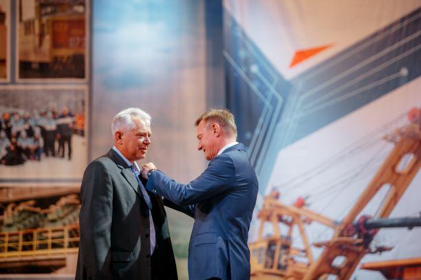 Врио губернатора Курской области вручил горнякам медали