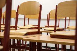 В курских школах обновят мебель
