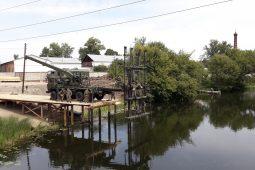 В Курске военные инженеры строят низководный мост на Боевке