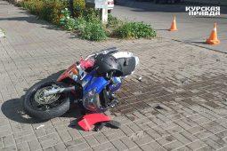 В Курске произошло ДТП с участием внедорожника, мотоцикла и пешеходов