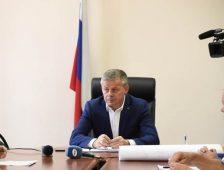 Мэр Курска встретился с семьями, которым выделили участки без коммуникаций