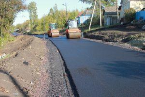 В деревне Малое Жирово Курской области приступили к асфальтированию дороги