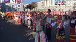 В Курске «Тимоню» сплясали 1626 танцоров одновременно (видео)