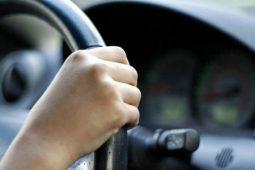В Курске подростки угнали две машины