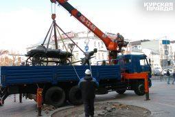 Скульптура «Современный предприниматель» переезжает из Курска в Орел