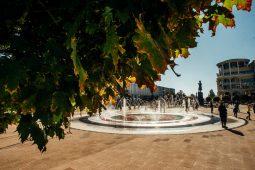Стал известен режим работы фонтана на Театральной площади в Курске