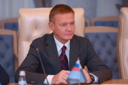 Курских учителей поздравляет Роман Старовойт