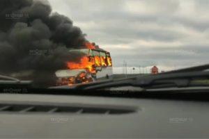 В Курской области сгорел микроавтобус