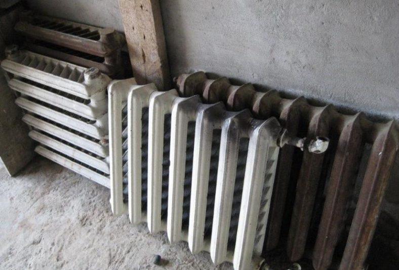 В Курске грабители воровали батареи из строящихся домов