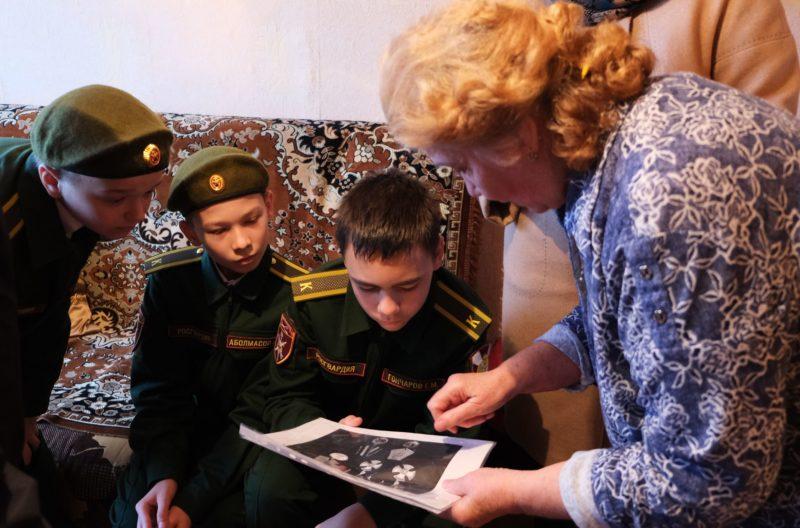 Кадеты Росгвардии навестили мать погибшего героя