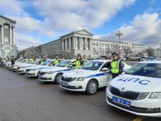 Роман Старовойт вручил ключи от новых автомобилей курским полицейским