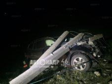 В Курской области на БМВ рухнул столб