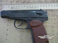 В Курской области задержали москвича с пистолетом