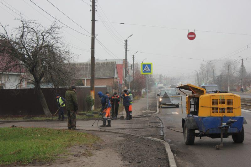 В Курске ремонтируют съезды во дворы