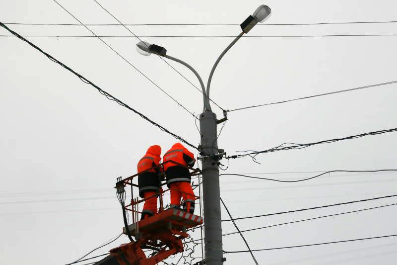 В Курске демонтируют нелегальные провода