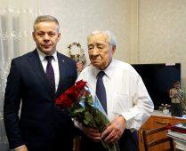 Глава города Курска поздравил Михаила Булатова с Днём Героев Отечества
