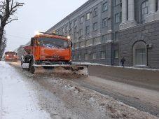 В Курске коммунальная техника вышла на уборку
