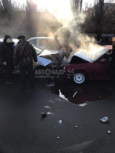 В Курске таксист попал в лобовое ДТП