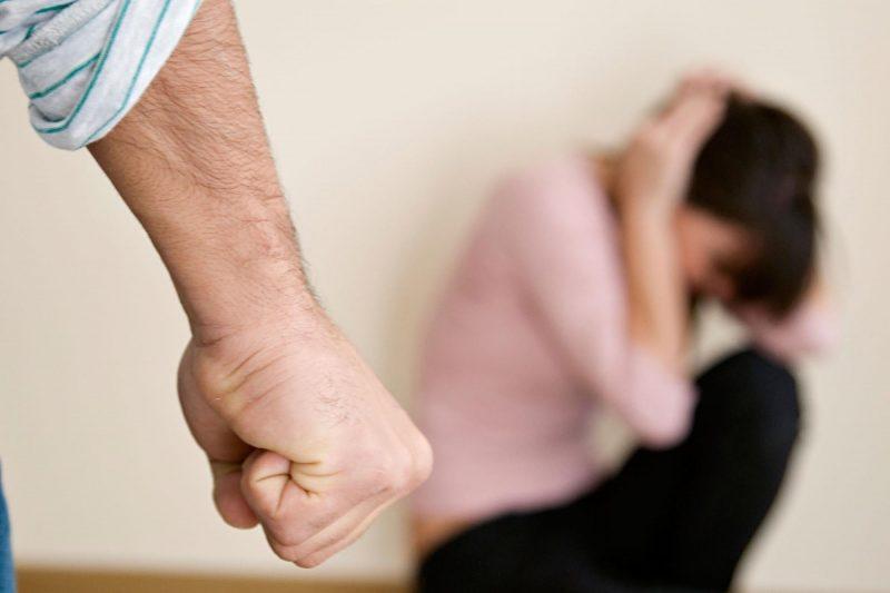 В Курске многодетный отец сломал жене нос