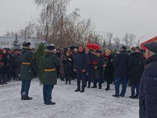 Роман Старовойт возложил цветы к могиле Неизвестного солдата Курской области