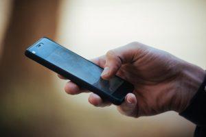 У курянки в маршрутке украли мобильный телефон