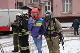 Пожарные учения прошли в центре Курска