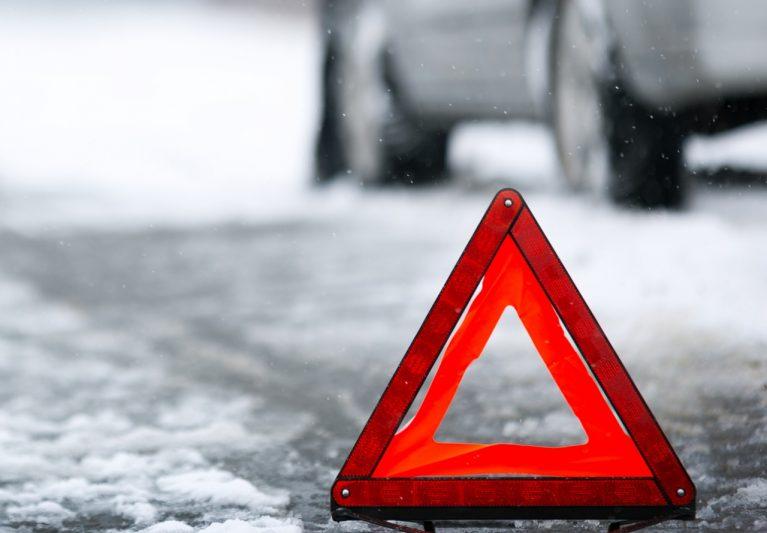В Курской области пьяный водитель врезался в стоящую машину