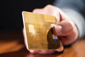 В Курске нашли подозреваемую в краже денег с банковской карты