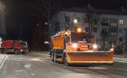 В Курске снег с дорог убирали более 40 единиц спецтехники