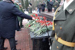 В Курске прошло возложение цветов в честь Дня защитника Отечества