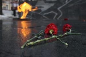 Возложили цветы к могилам героев