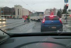 Курский трамвай сошел с рельсов