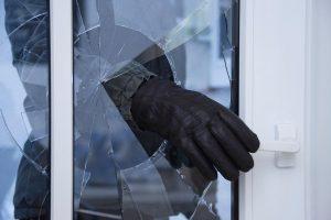 В Курской области из частного дома украли телевизор