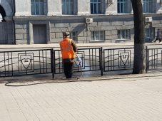 В Курске покрасят 18 тысяч метров пешеходных ограждений