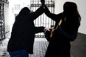 Курянин сядет в тюрьму за разбойное нападение на женщину