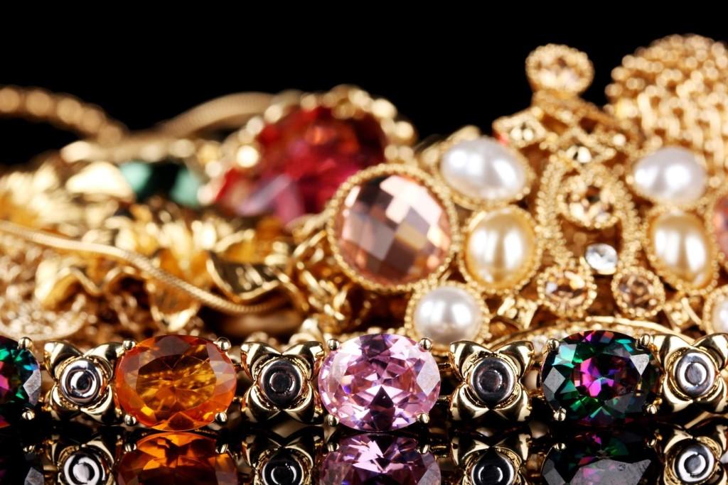 это картинки много украшений золото вдруг надумаете