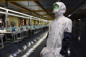 В Курском районе начали  производство противоэпидемических комбинезонов