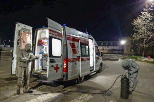 В Курске военнослужащие провели спецобработку машин скорой медпомощи