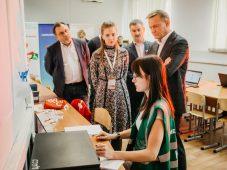 Роман Старовойт посетил волонтерский штаб #МЫВМЕСТЕ в Курске