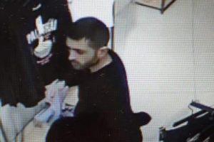 В Курске ищут мужчину, укравшего шесть пар обуви из магазина