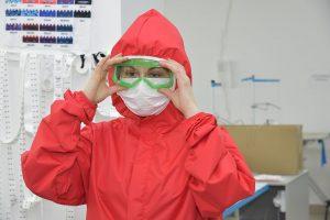 Защитные комбинезоны курского производства уже  в больницах