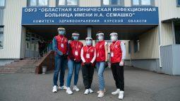 Волонтёры передали в Семашко костюмы и респираторы
