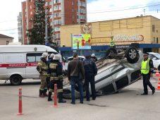 Курск: возле Централ Парка перевернулся автомобиль