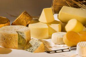 Курскую сыроварню могли оштрафовать на 250 тысяч рублей из-за украинки