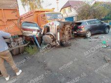 В Курской области автомобилист врезался в четыре машины